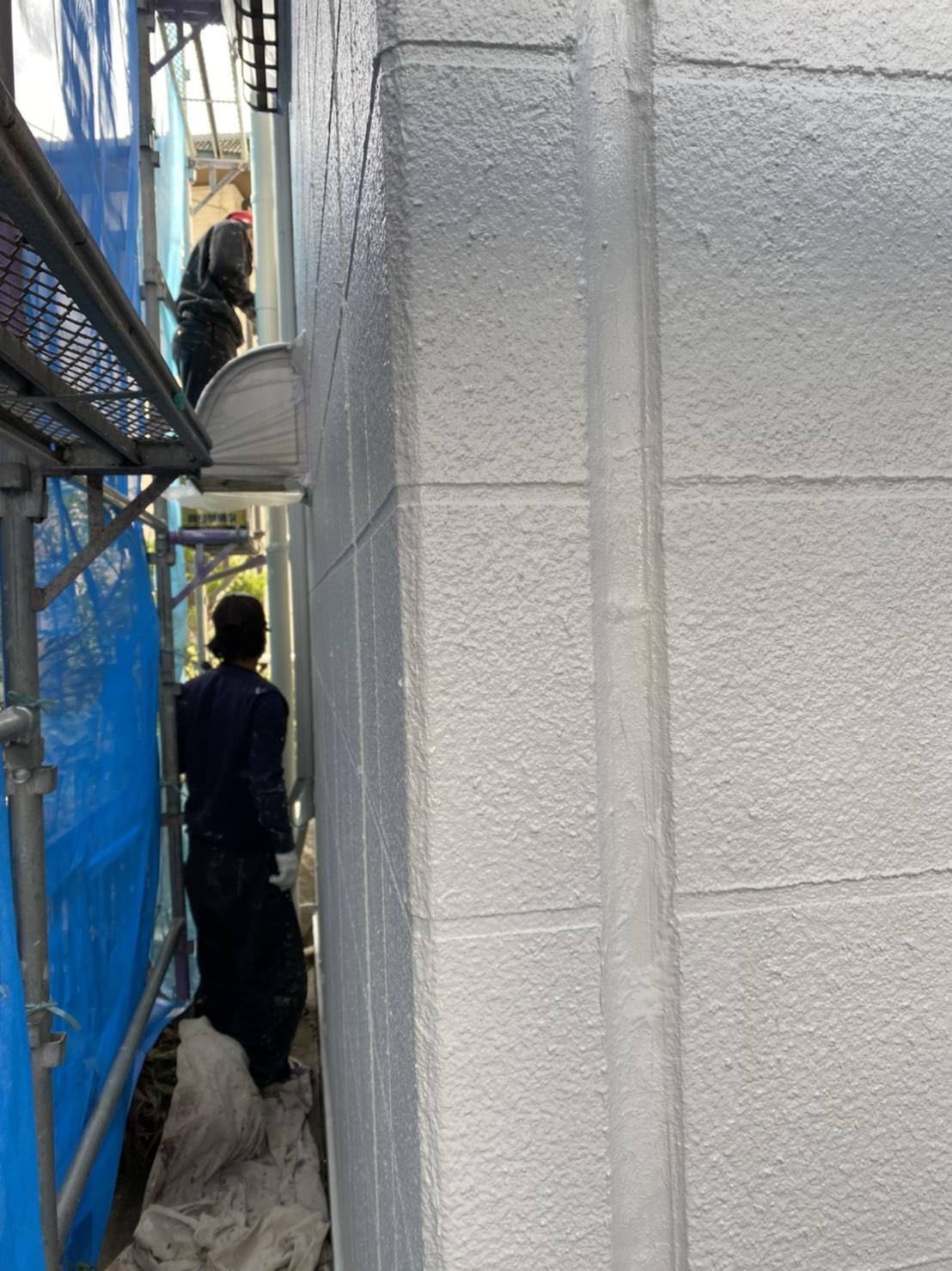 神奈川県横浜市保土ケ谷区 外壁塗装 マンション エスケープレミアムシリコン ツヤ有り塗料とツヤ無し塗料の違い (2)