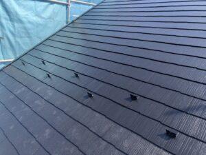 神奈川県横浜市戸塚区 屋根塗装・外壁塗装 屋根下塗り、中塗り、上塗り タスペーサー1 (1)